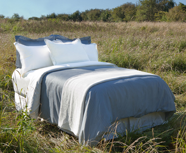 glo® Organic Sateen Bedding (shown in quartz)